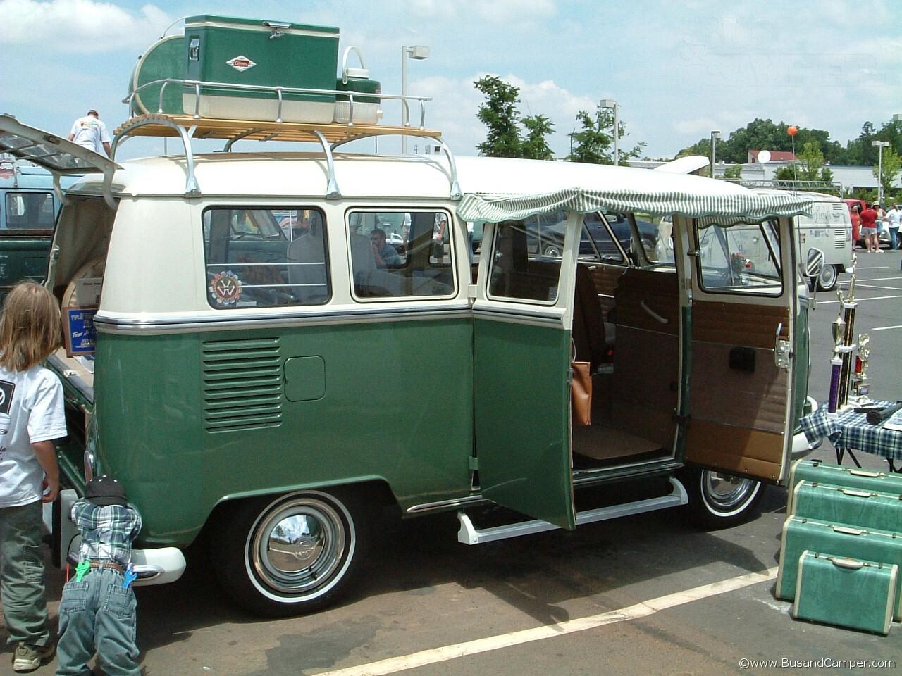 Velvet green Deluxe Bus