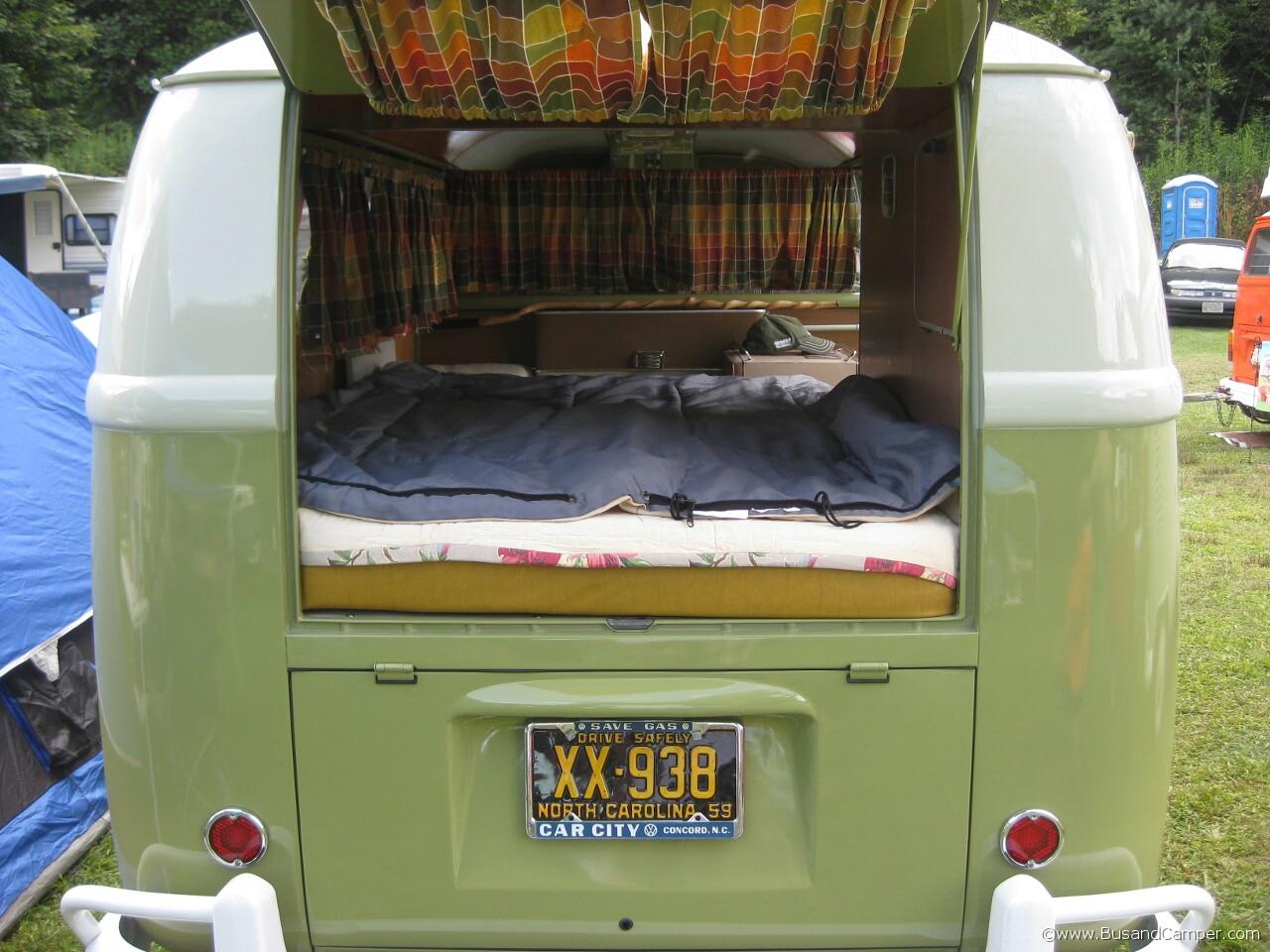 Mango Moonie Bus