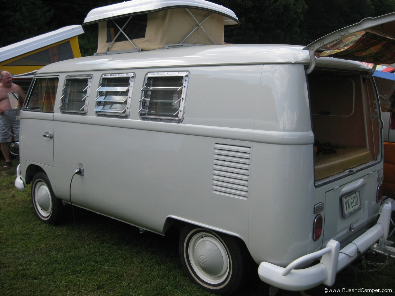 Pearl white so42 moonie bus