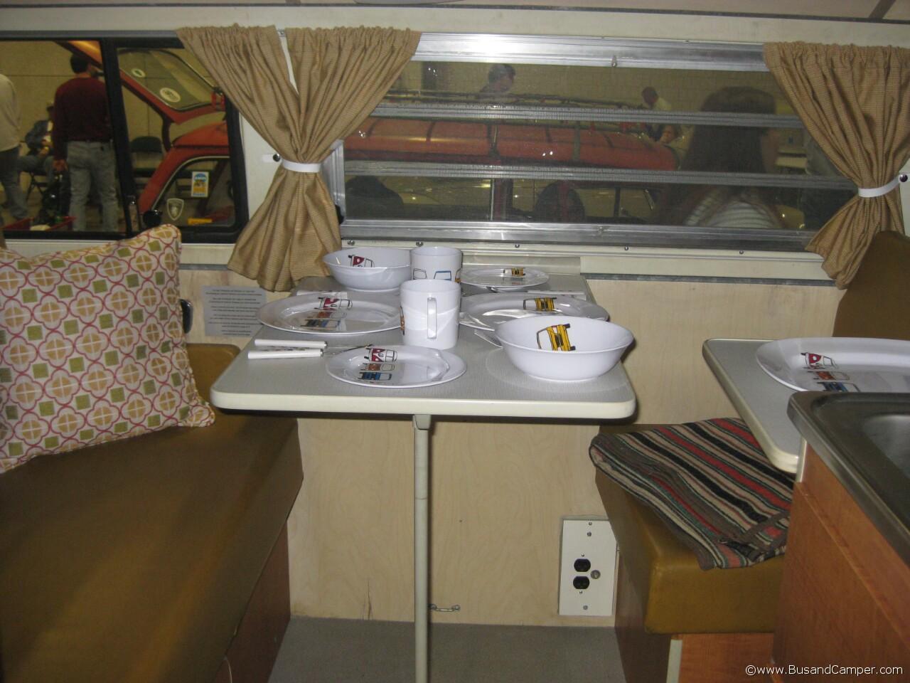 earlybay Westy table