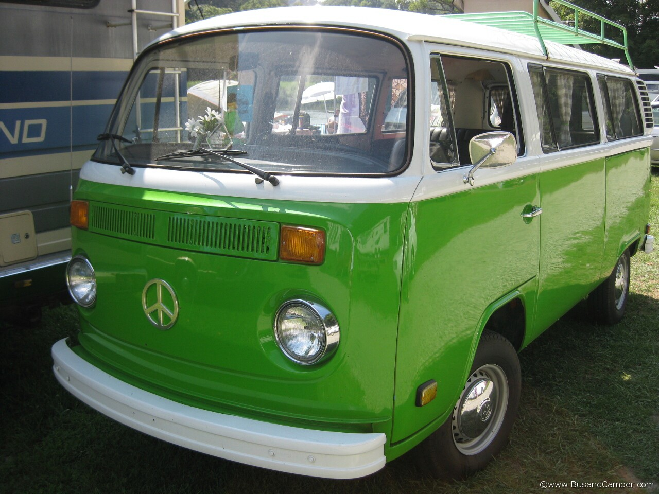Shiny Sage Green Berry Bus